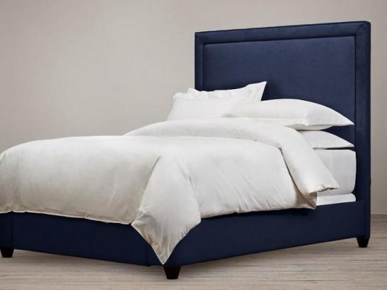 respaldo cama recto: Canelón clásico con vivo y somier tapizado por fuera con patas color wengue