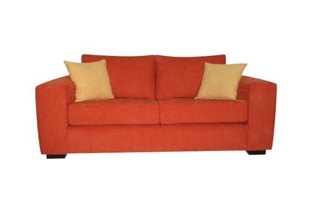sofá modelo tano básico: Brazo ancho, almohadones placas sofá liviano con Guata, respaldo duvetina o vellón siliconado, patas madera Wengue