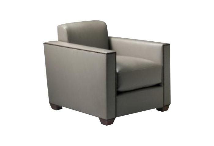 Sillón moderno: Brazo recto, respaldo sin almohadón, relleno de poliéster compacto, almohadón de asiento en placa de soft alta densidad cubierto de guata y con lienzo interno, patas facetadas color nogal.