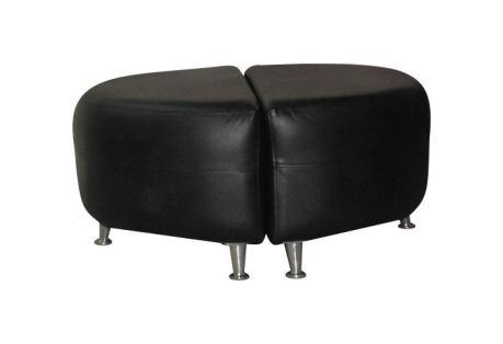 Puff ovalo en cuero de vaca negro, dividido al medio, relleno placas alta densidad, detalle de doble costura aguante o francesa, patas cónicas de aluminio.